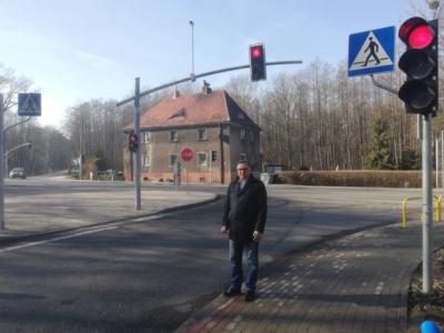 Instalacja sygnalizacji świetnej na skrzyżowaniu w Nieborowicach