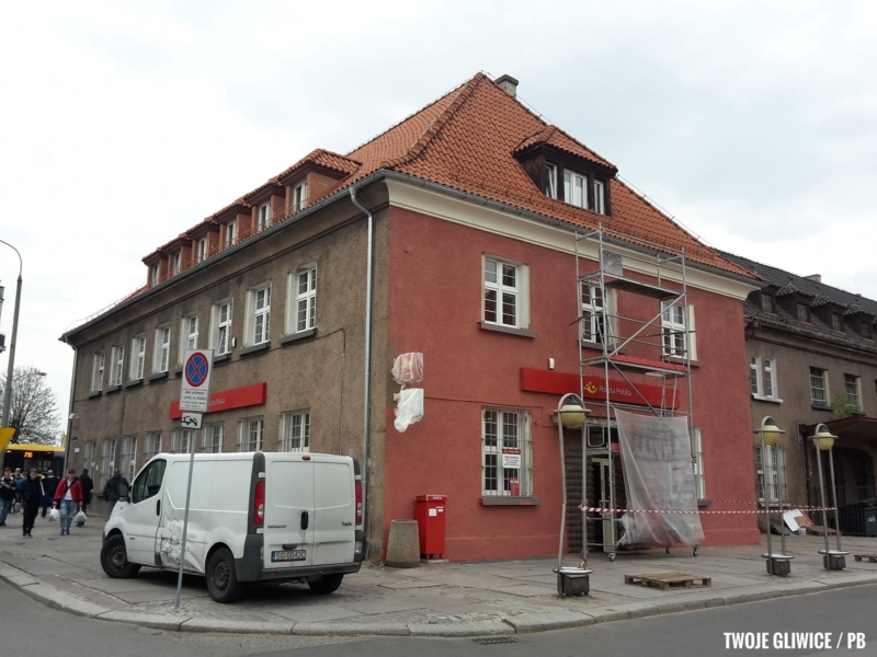 Prace związane z modernizacją elewacji Urzędu Pocztowego 2 w Gliwicach