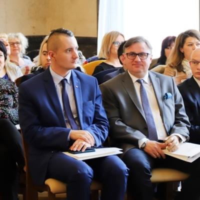 """Konferencja pt. ,,Współpraca PFRON z organizacjami pozarządowymi"""" w Śląskim Urzędzie Wojewódzkim w Katowicach"""
